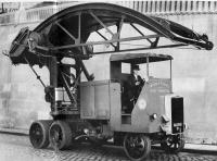 Device for cleaning the ceiling of tunnels based on a Pagefield truck chassis