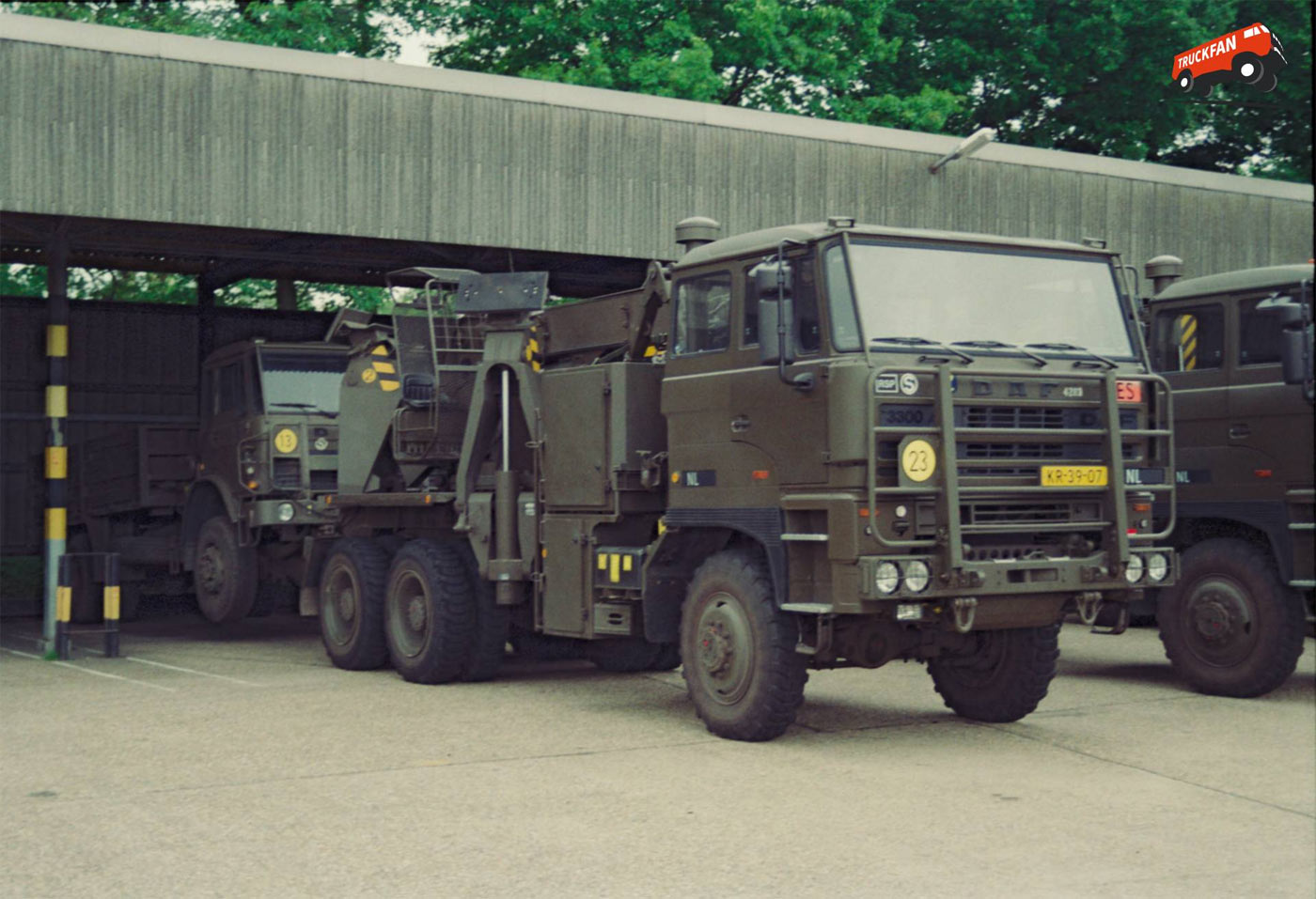 Daf y 3300 military vehicles trucksplanet for Planet motors on military