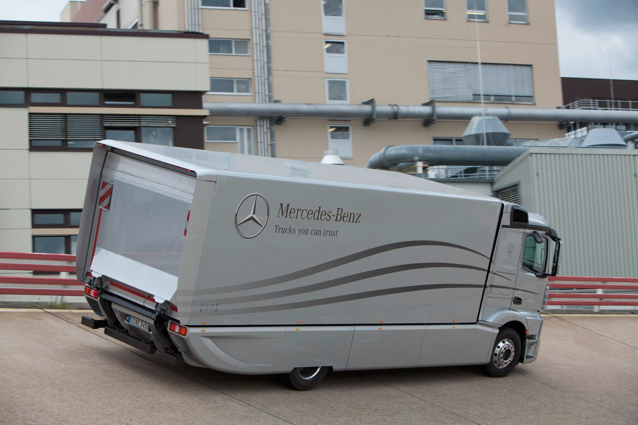 iaa 2012 aerodynamics rigid truck and truck and trailer combination from mercedes benz. Black Bedroom Furniture Sets. Home Design Ideas