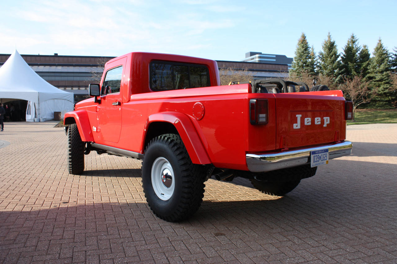 Jeep Unveils 2 Concept Pickups At The Easter Safari Fc Truck Outrageous Mighty Is Also Based On A Wrangler Unlimited Rubicon Chassis And Cab Once Again Using Mopar Jk 8 Pickup Conversion Kit As