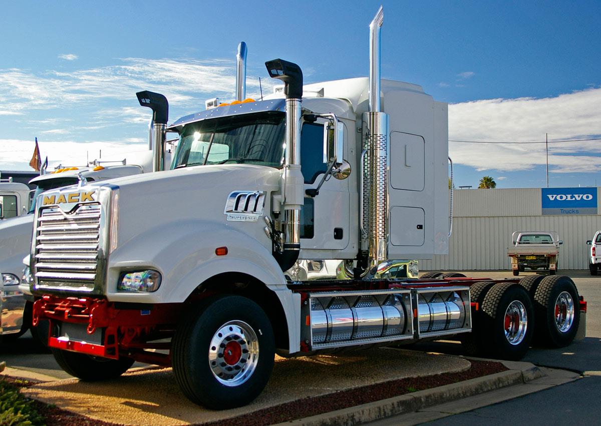 Mack Super-Liner (Commercial vehicles) - Trucksplanet