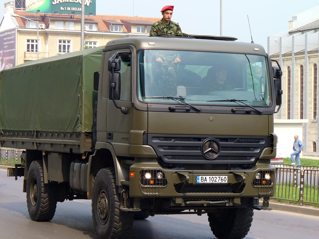 Mercedes benz actros mp2 military vehicles trucksplanet for Mercedes benz military vehicles