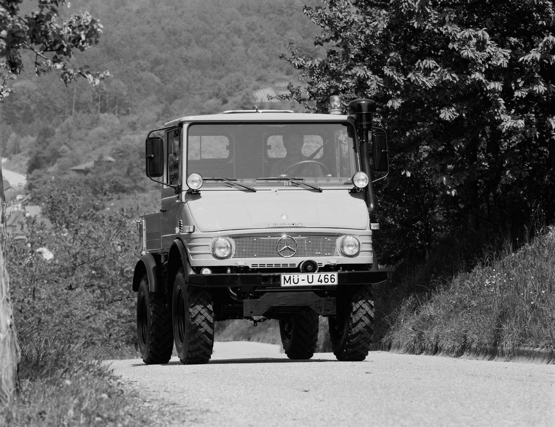 Mercedes benz unimog 407 special vehicles trucksplanet for Mercedes benz unimog