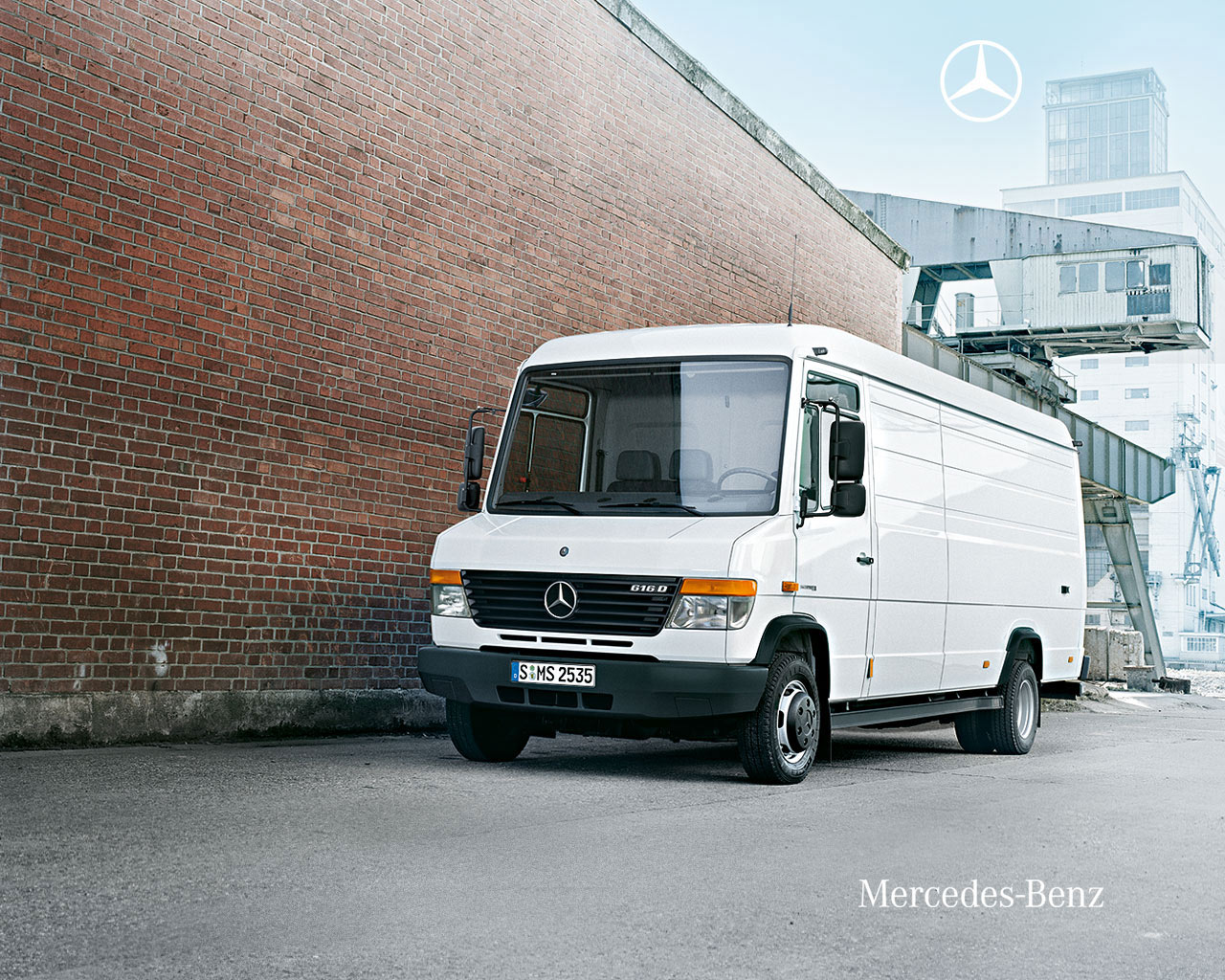 All wheel drive commercial autos post for Mercedes benz history