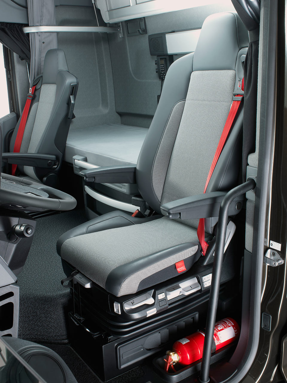 Renault t commercial vehicles trucksplanet for Renault range t interieur